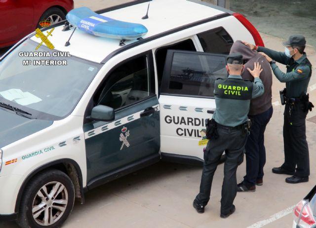 La Guardia Civil detiene a un experimentado delincuente relacionado con  una veintena de estafas en el Levante español - 2, Foto 2