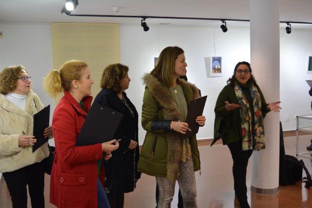 La Sala de Exposiciones Manuel Coronado de la Casa de Cultura acogía ayer la inauguración de la exposición de fotografías participantes en el Concurso Portada Anuario 2018 - 1, Foto 1