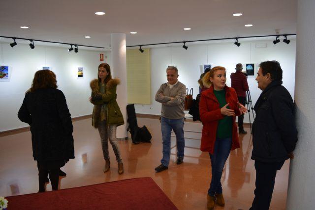 La Sala de Exposiciones Manuel Coronado de la Casa de Cultura acogía ayer la inauguración de la exposición de fotografías participantes en el Concurso Portada Anuario 2018 - 3, Foto 3