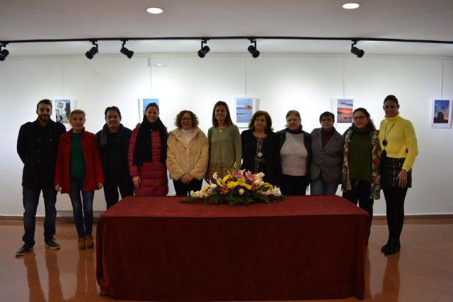 La Sala de Exposiciones Manuel Coronado de la Casa de Cultura acogía ayer la inauguración de la exposición de fotografías participantes en el Concurso Portada Anuario 2018 - 4, Foto 4