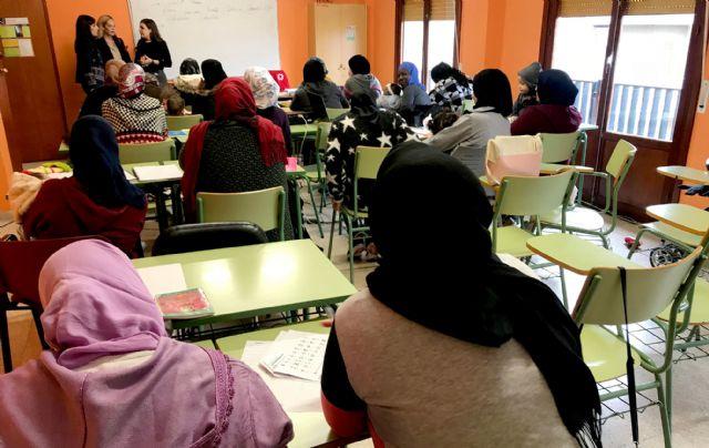 60 personas aprenden español para facilitar su integración en el municipio - 1, Foto 1