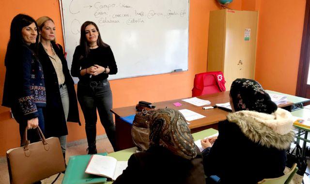 60 personas aprenden español para facilitar su integración en el municipio - 2, Foto 2