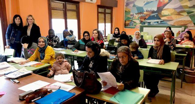 60 personas aprenden español para facilitar su integración en el municipio - 4, Foto 4