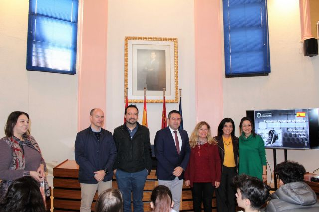 El alcalde recibe a las representaciones de ocho centros, de diferentes países, dentro de uno de los programas Erasmus - 2, Foto 2