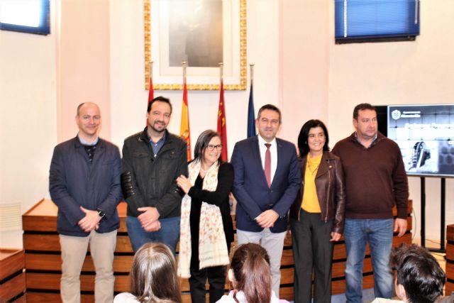 El alcalde recibe a las representaciones de ocho centros, de diferentes países, dentro de uno de los programas Erasmus - 3, Foto 3