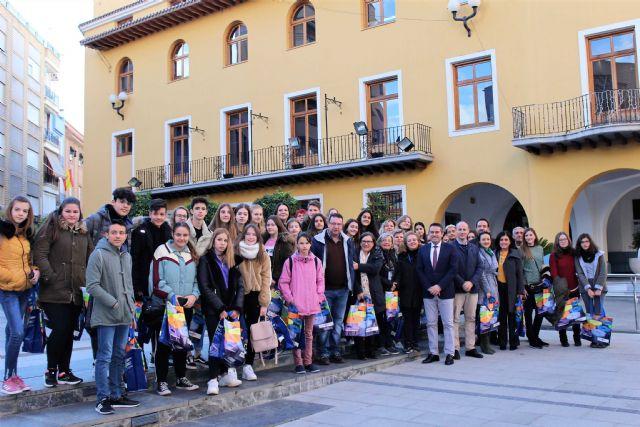 El alcalde recibe a las representaciones de ocho centros, de diferentes países, dentro de uno de los programas Erasmus - 5, Foto 5
