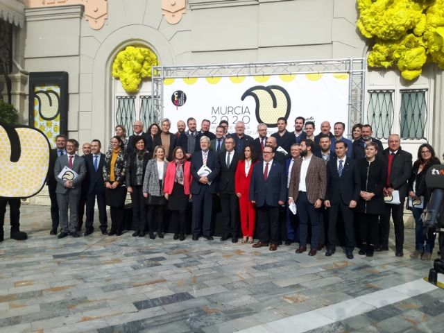 """The mayor of Totana and the Councilor for Tourism attend the presentation of the project """"Murcia 2020, Spanish capital of Gastronomy"""" at the Romea Theater, Foto 2"""