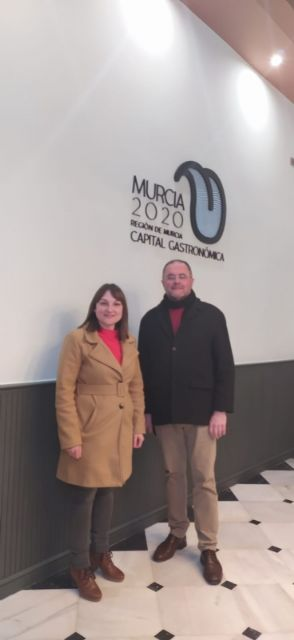 """The mayor of Totana and the Councilor for Tourism attend the presentation of the project """"Murcia 2020, Spanish capital of Gastronomy"""" at the Romea Theater, Foto 4"""