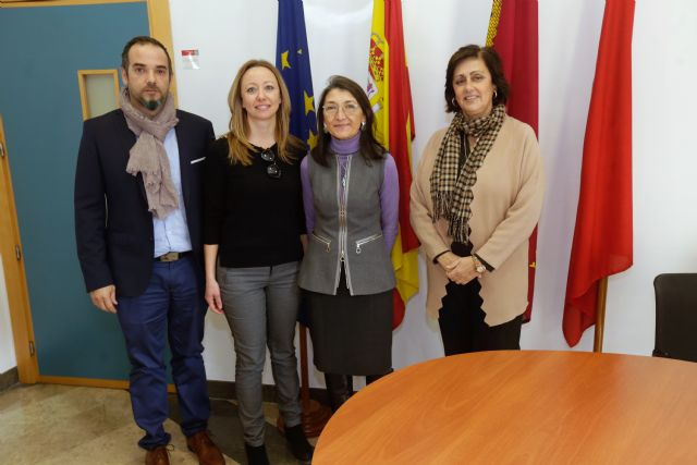 La UMU firma convenios para fomentar el voluntariado con afectados de esclerosis m�ltiple y con j�venes en riesgo de exclusi�n social, Foto 2