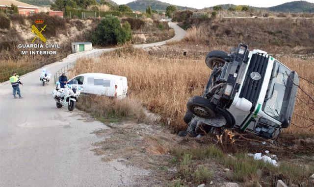 La Guardia Civil investiga al conductor de una hormigonera por quintuplicara la tasa de alcoholemia - 1, Foto 1