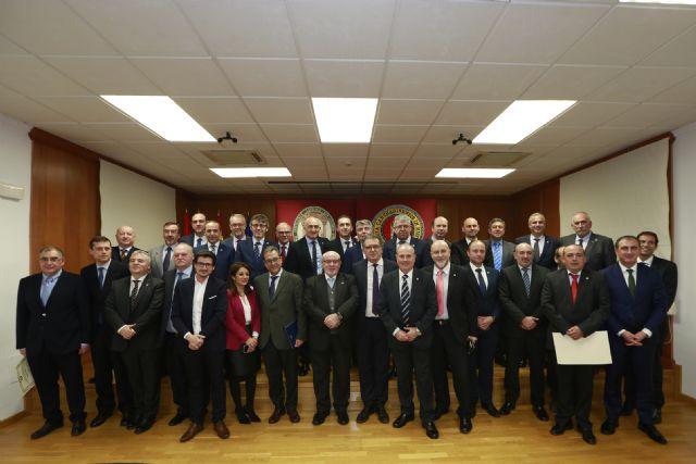 Los economistas de la primera promoción del grado en Derecho de la UCAM homenajean al presidente de la Universidad - 1, Foto 1
