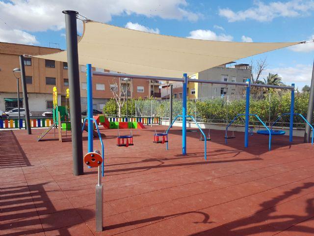 Parques y Jardines trabaja para que las áreas de juegos infantiles de barrios y pedanías tengan sombra - 1, Foto 1