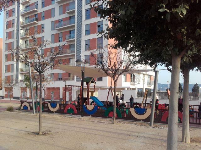 Parques y Jardines trabaja para que las áreas de juegos infantiles de barrios y pedanías tengan sombra - 3, Foto 3