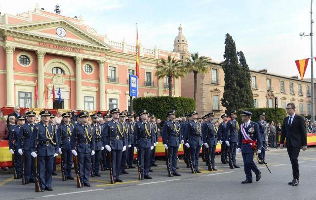 350 vecinos de Murcia demuestran su fidelidad a España en la Jura de Bandera - 1, Foto 1