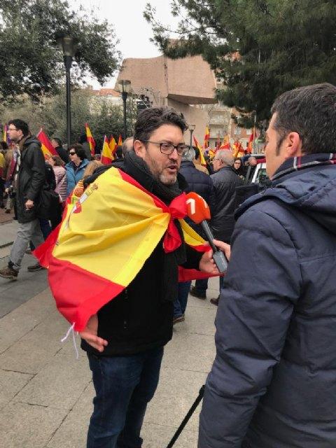 """Miguel Sánchez: """"Hoy miles de españoles hemos dicho 'sí' a la Constitución y la Justicia, hemos dicho alto y claro que queremos votar"""", Foto 4"""