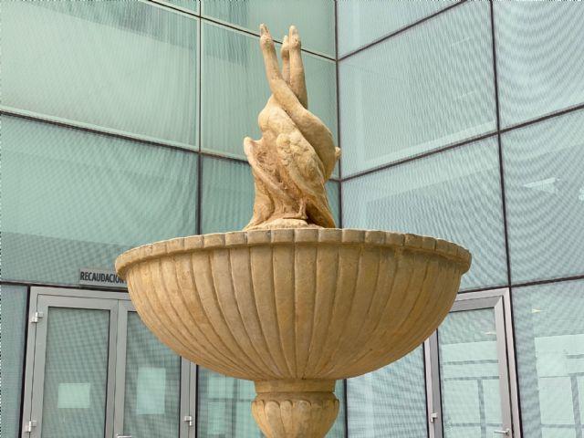La Fuente restaurada y los Bancos de la Plaza del Ayuntamiento se ubican en el patio del Ayuntamiento - 1, Foto 1