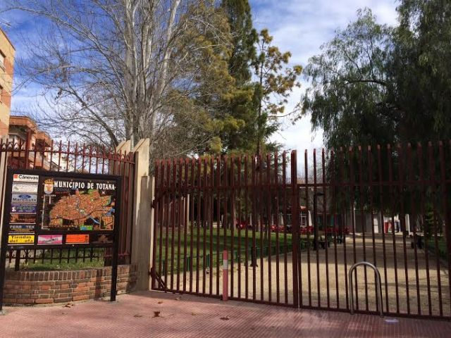 """The municipal park """"Marcos Ortiz"""" is closed, to prevent accidents due to the effects of strong wind"""