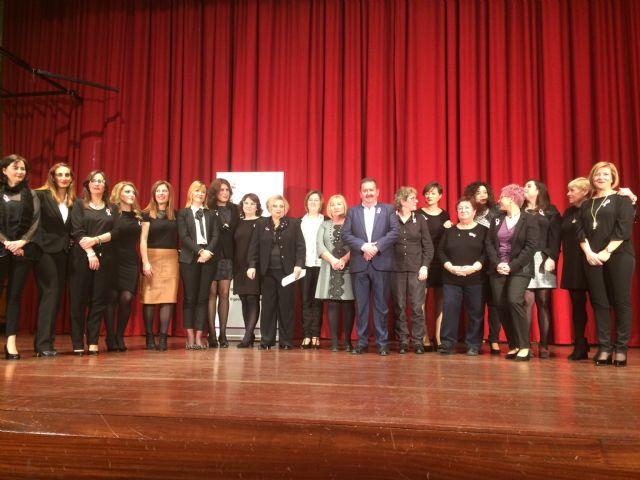 Totana celebra el acto institucional con motivo del Día de la Mujer homenajeando a diez mujeres sugeridas por las asociaciones y a las concejalas de la democracia - 2, Foto 2