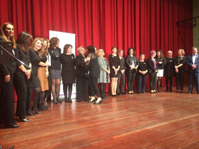Totana celebra el acto institucional con motivo del Día de la Mujer homenajeando a diez mujeres sugeridas por las asociaciones y a las concejalas de la democracia - 3, Foto 3