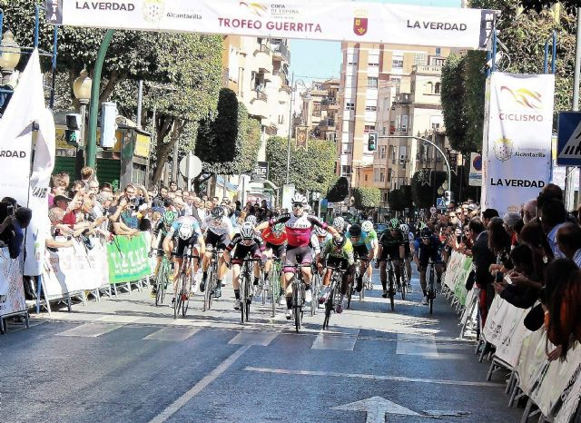 El sub23 barcelonés Kiko Galván del equipo navarro del Lizarte consigue vencer en Alcantarilla en el Trofeo Guerrita - 1, Foto 1