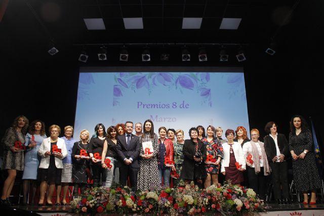 El Ayuntamiento de Lorquí reconoce la labor de las peluqueras en los Premios 8 de Marzo - 1, Foto 1