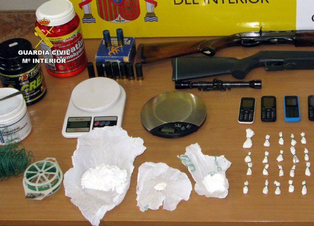 Detenido en Totana por tráfico y cultivo de drogas, tenencia ilícita de armas, robo y defraudación de fluido eléctrico, Foto 3
