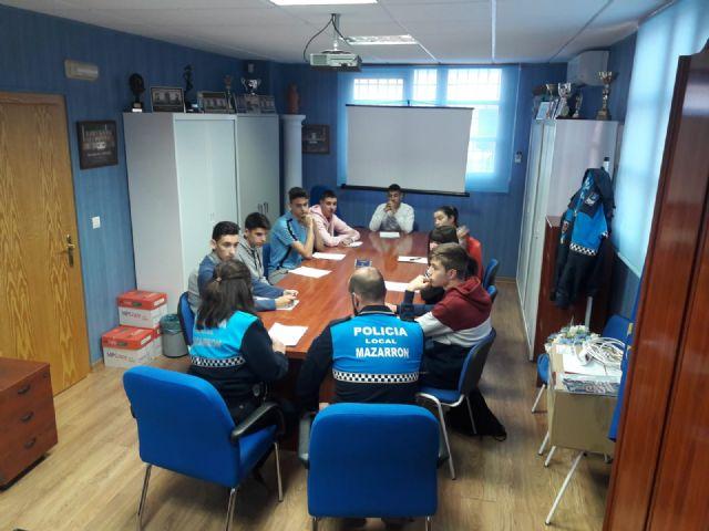La Policía Local ofrece una charla informativa a los alumnos del IES Domingo Valdivieso, Foto 2