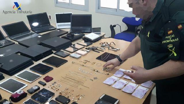 La Guardia Civil recupera en el Puerto de Melilla, gran cantidad de efectos electrónicos y joyas robados en la Península - 1, Foto 1