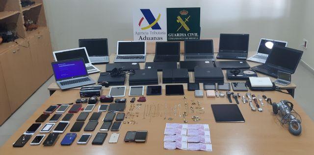 La Guardia Civil recupera en el Puerto de Melilla, gran cantidad de efectos electrónicos y joyas robados en la Península - 3, Foto 3