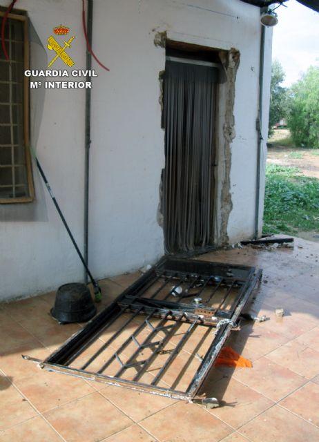 La Guardia Civil desmantela un clan familiar dedicado al robo continuado en casas de campo de Librilla