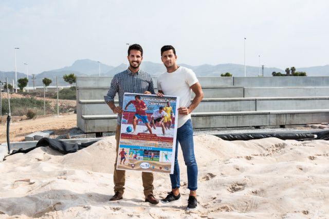 El jugador de la selección española de fútbol playa Chiky Ardil organiza un campus en el Complejo Deportivo, Foto 1