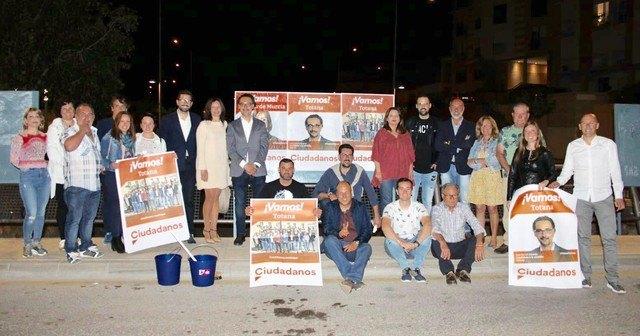 Ciudadanos arranca con fuerza e ilusión la campaña electoral en Totana con la pegada de carteles - 1, Foto 1