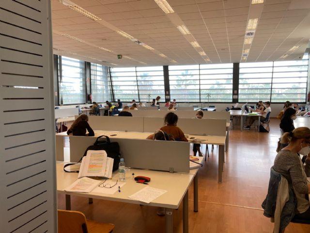 El Ayuntamiento habilita una sala de estudio en la Escuela de Idiomas y amplía el horario de la Biblioteca Municipal - 1, Foto 1