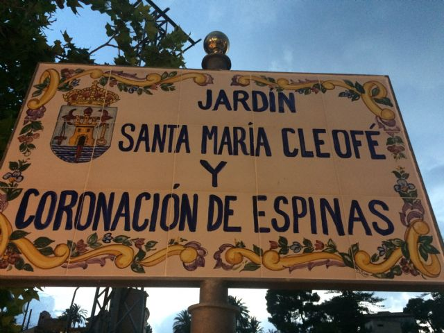 """Opened the new """"Garden Santa María Cleofé and Coronación de Espinas"""", which gives its name to the park located next to the house-headquarters of this brotherhood of Holy Week, Foto 5"""
