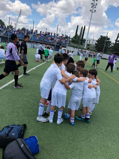 Unos 40 lumbrerenses participan en el torneo final de las Escuelas Deportivas del Real Madrid - 1, Foto 1