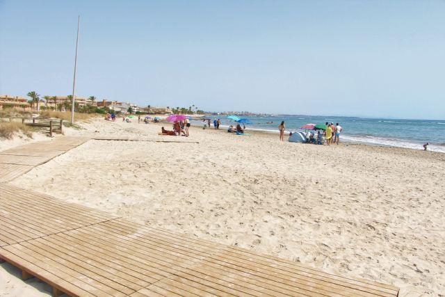 La bandera azul ondeará este verano en la playa de El Mojón, el Puerto Deportivo Marina de las Salinas y el Centro de Visitantes Las Salinas - 2, Foto 2