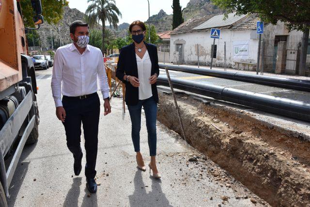 Alcaldesa y Consejero de Agricultura visitan las obras de construcción del colector de aguas residuales de avenida Río Segura que costará 760.000 euros - 2, Foto 2