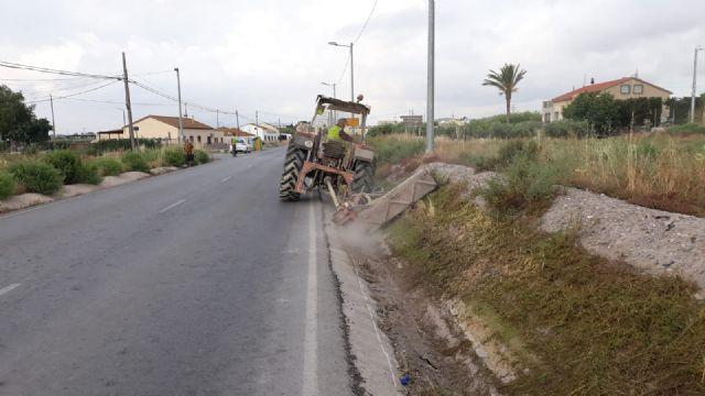 El Gobierno Regional acomete el desbroce y limpieza de varias carreteras del término municipal de Puerto Lumbreras - 1, Foto 1