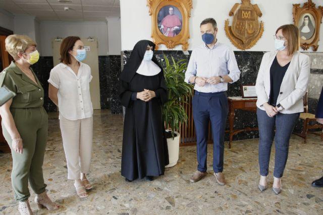 La vicepresidenta Gobierno regional visita la Residencia de la Santísima y Vera Cruz de Caravaca acompañada del alcalde - 1, Foto 1