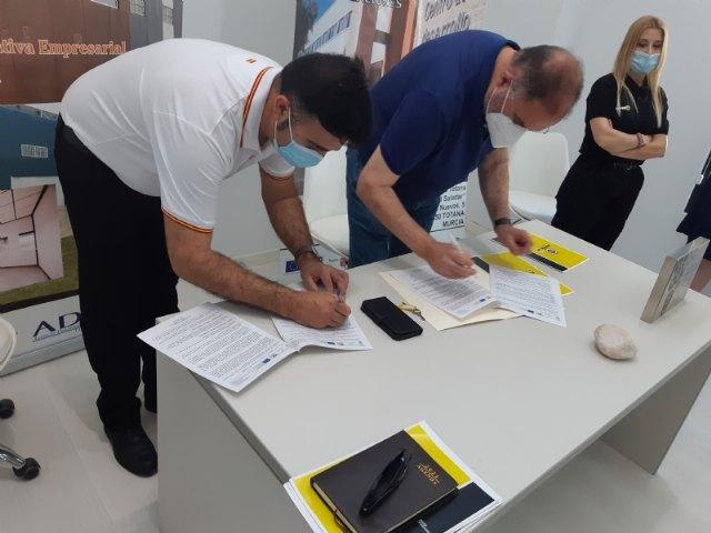 Suscriben un nuevo contrato con un emprendedor que dedicará su actividad a la gestión y servicios de conserjería y control de accesos en el Vivero de Empresas, Foto 4