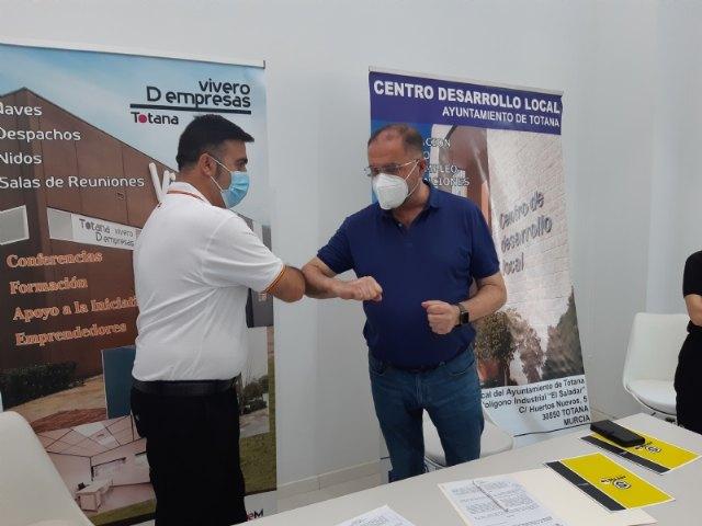Suscriben un nuevo contrato con un emprendedor que dedicará su actividad a la gestión y servicios de conserjería y control de accesos en el Vivero de Empresas, Foto 5