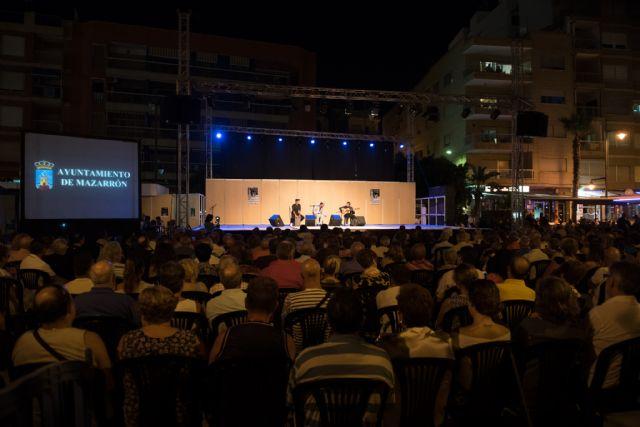 Centenares de personas llenaron el Paseo de la Sal para presenciar la II Gala Flamenca - 1, Foto 1