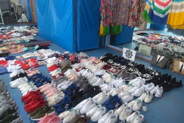 La Policía Local de Cartagena decomisa 223 productos falsificados de un almacén de artes de pesca en Cabo de Palos - 1, Foto 1