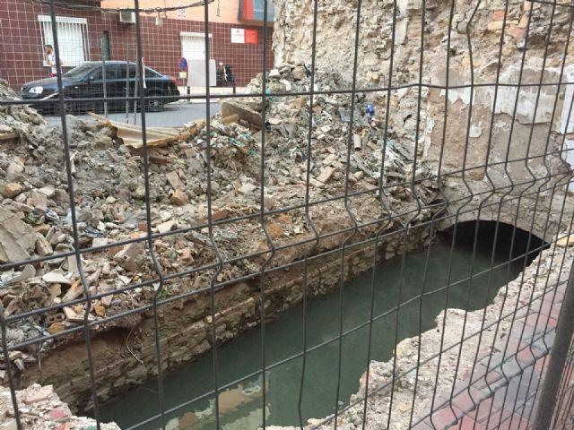 El PSOE pregunta a Ballesta si permitir una acequia abierta y rodeada de escombros forma parte del proyecto ADN del Barrio del Carmen - 2, Foto 2