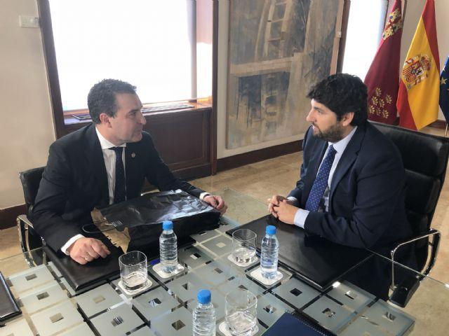 López Miras se reúne con el presidente de  la Federación de Moros y Cristianos de Murcia - 1, Foto 1