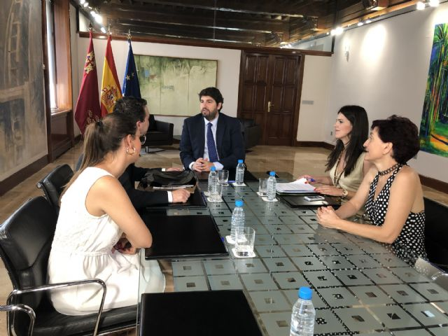 López Miras se reúne con el presidente de  la Federación de Moros y Cristianos de Murcia - 2, Foto 2