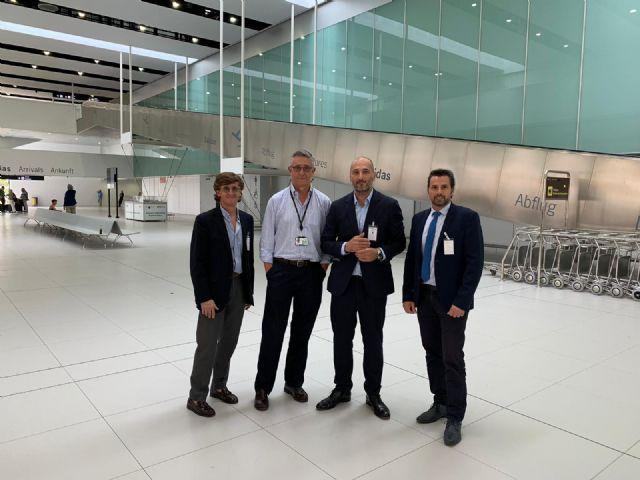 Turismo sienta las bases de futuros acuerdos de colaboración con el aeropuerto de Corvera para la promoción turística de Murcia - 1, Foto 1