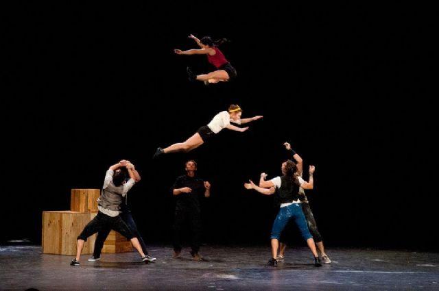 """El espectáculo """"Todo encaja"""" lleva la acrobacia circense a la plaza de España de San Javier - 1, Foto 1"""