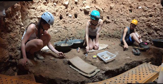Un fragmento de mandíbula de un nuevo neandertal es hallado en la Campaña de excavaciones 2017 de la Sima de las Palomas - 4, Foto 4