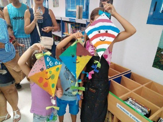 Los más pequeños disfrutan en verano de talleres y cuentacuentos en la biblioteca de La Manga - 1, Foto 1